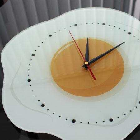 часы-яичница вид сбоку