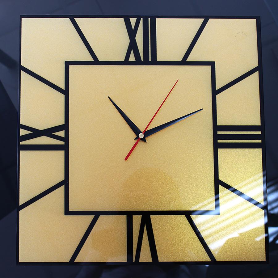 Часы с золотым перламутром