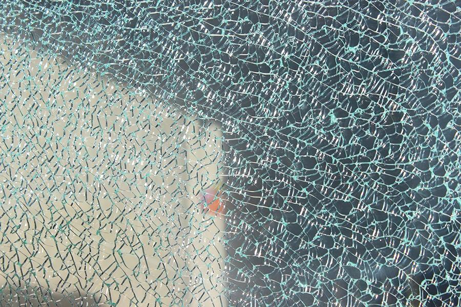 Триплекс с эффектом битого стекла