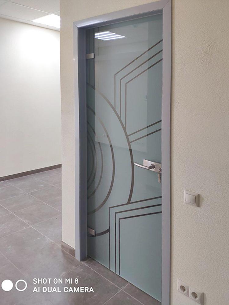 Цельностеклянные двери в алюминиевой коробке заказать Пермь