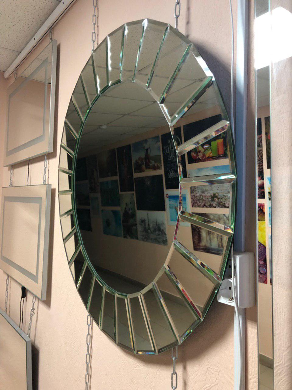 Зеркало с накладными фацетными элементами