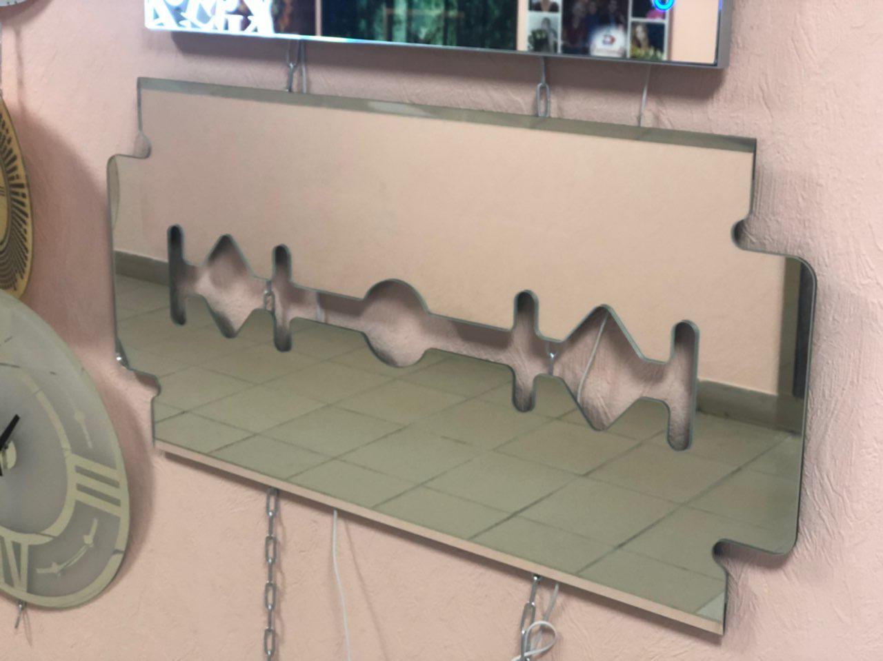Зеркало в форме лезвия